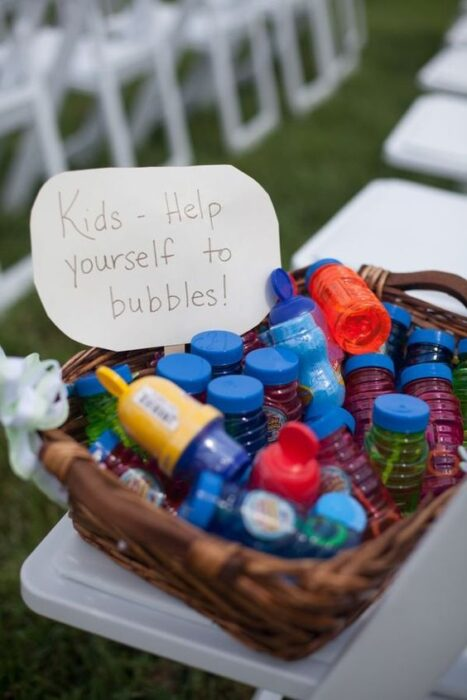 How to entertain kids at a wedding