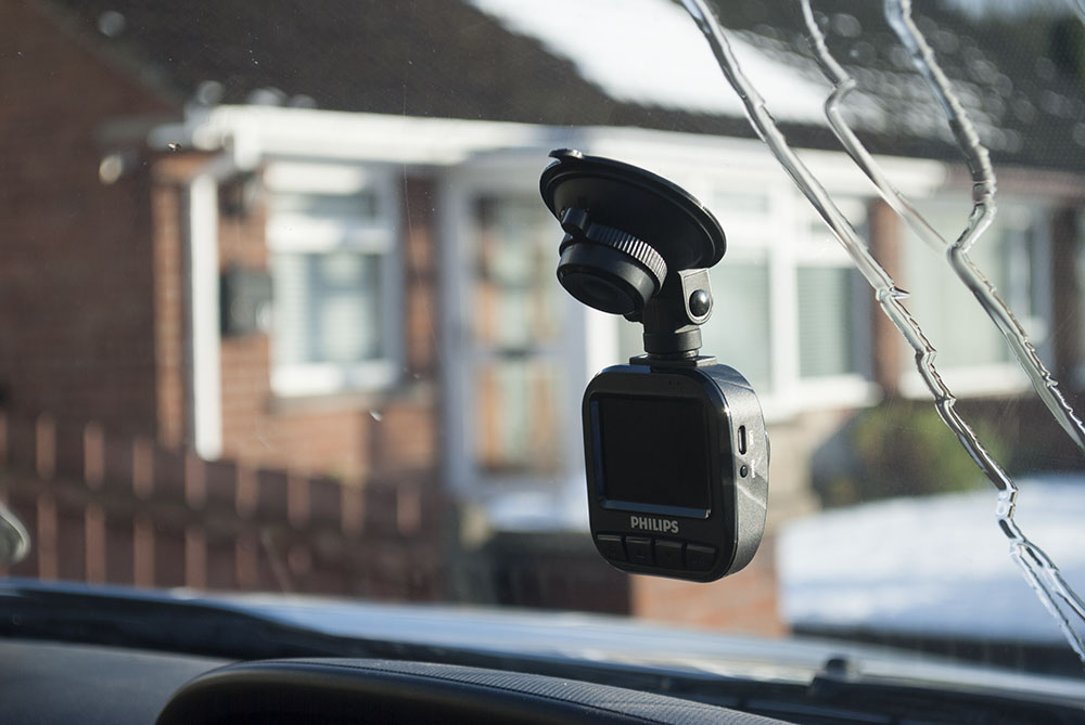 Your own personal witness on road with the PHILIPS Go Sure Dash Cam | Review
